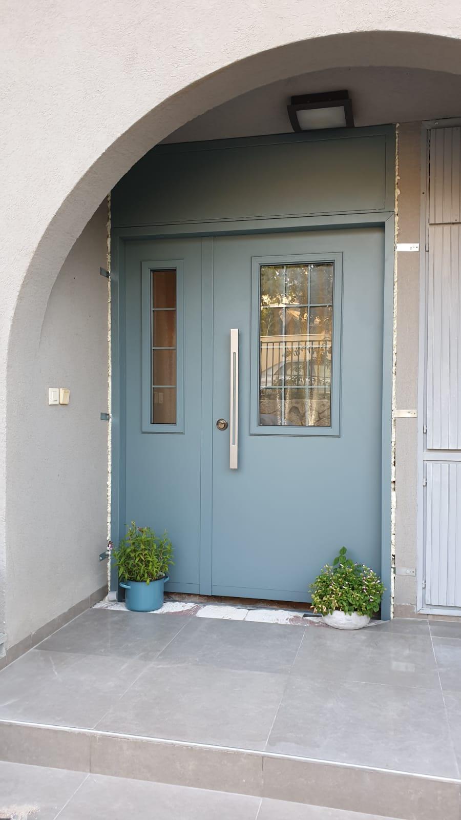 דלת כניסה טורקיז